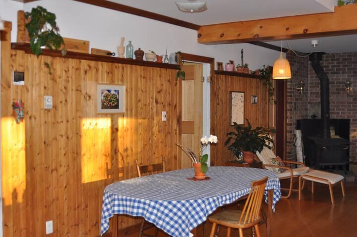 Joli chambre dans une maison chaleureuse!