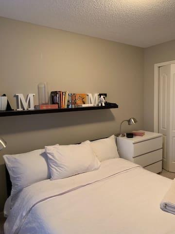 Waldo's World - Comfy One Bedroom -SE Calgary