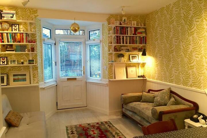 Cosy Peckham cottage just by central London