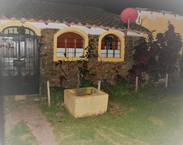 Puerta de ingreso a nuestra acogedora Casa Hospedaje Rijch'ariy