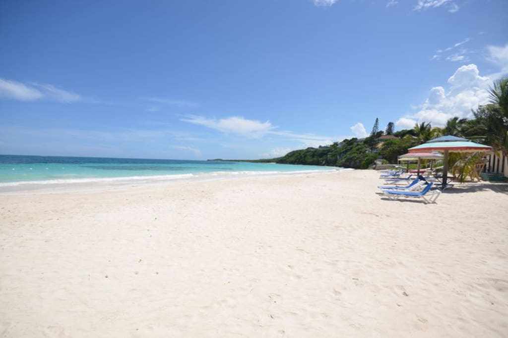 Kelso's Beach Access is only a short few minutes drive away! AWESOME WHITE SANDY BEACH!