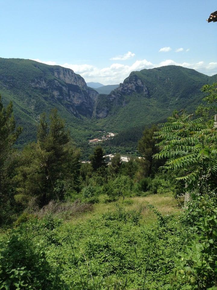 Casa a Valgiubola di Fabriano,Grotte di Frasassi