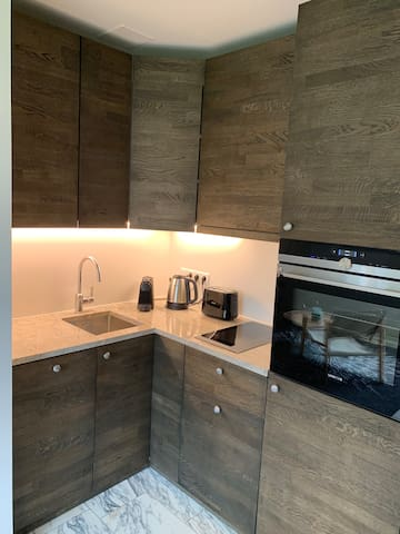 Small-but Ohooo! Kitchen with dishwasher and oven, hob with touch screen control panel, extractor hood, ice box with freezer compartment; Nespresso coffee machine, kettle and toaster