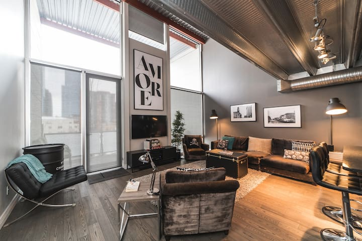 Top Floor Loft, 5 min. Walk to Rogers Place.