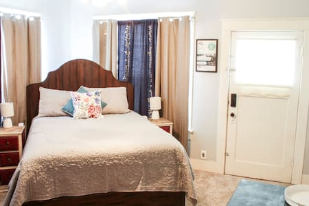 Cosy bed & bath suite 1 mile from Downtown Abilene