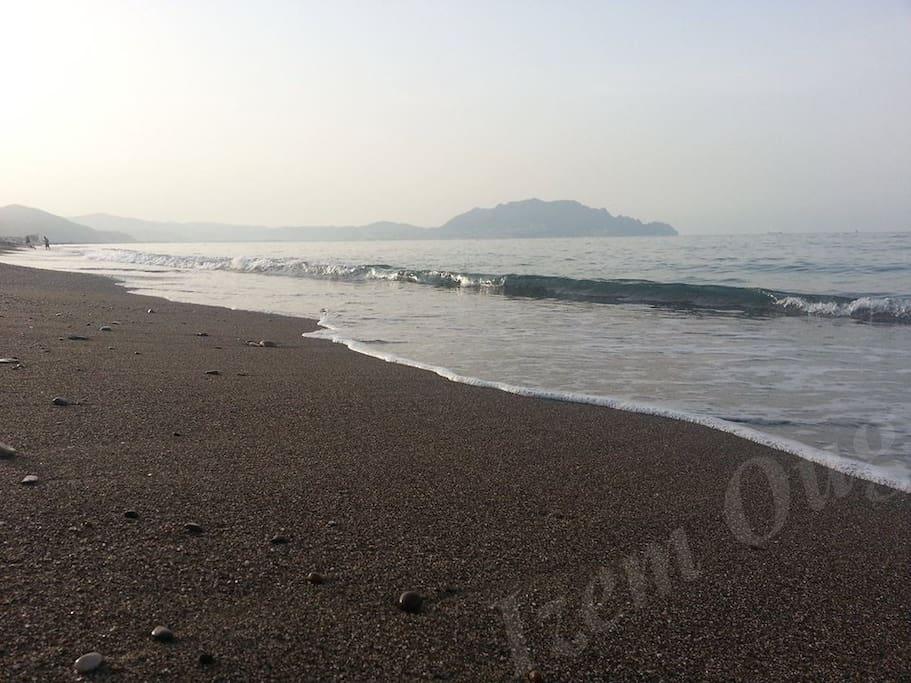 une vraie photo de la plage qui se trouve à 300 métres de l'appartement