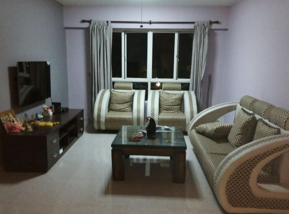 Living hall with cable TV, sofa sette