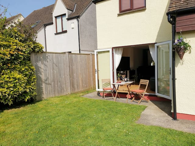 Bright, spacious, modern family home in Falmouth