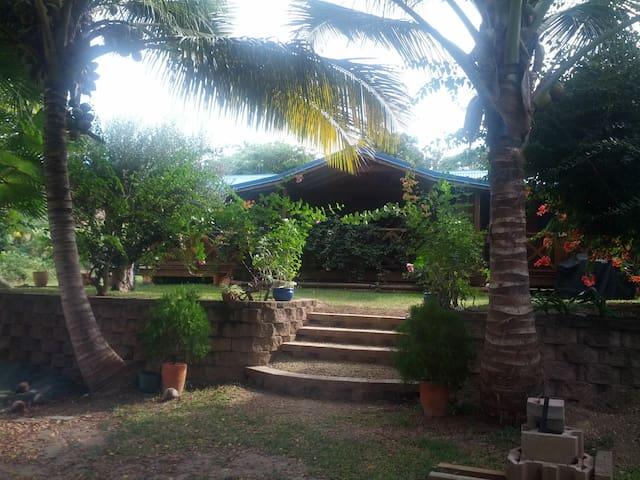 En bord de plage, cadre de vacances - Paita - House
