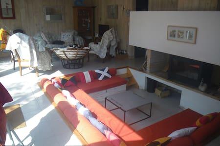 Villa 110 m2 habitable, à étage. - Arès