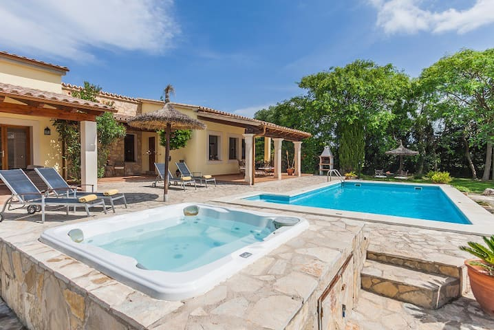 Catalunya Casas: Villa Fanta only 10 min from the historic old town of Pollensa!