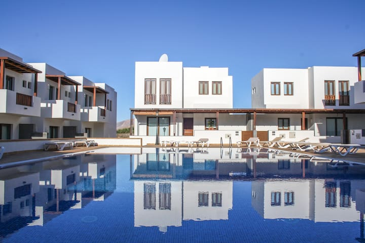 Aiolos | A classy apartment with a huge pool at its doorstep