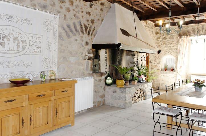 Chambres d'hôtes Damia Noell - Saint-Laurent-de-Cerdans - Bed & Breakfast