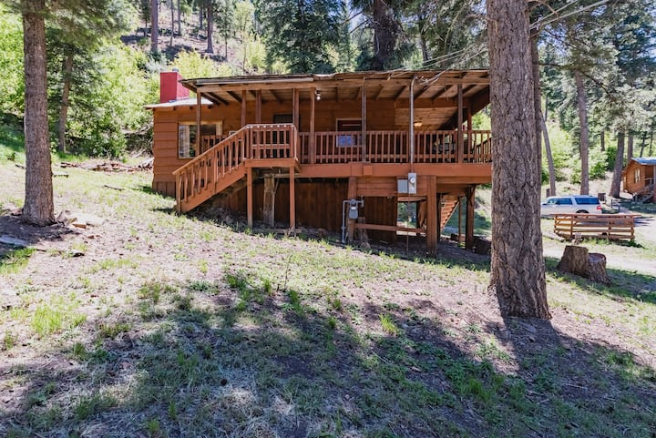 Bristle Pine: 2 Bedroom with a Hot Tub in the Upper Canyon!