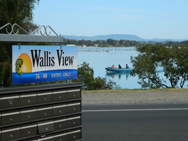 Wallisview 26 - 3 bedroom unit. Opposite the Lake