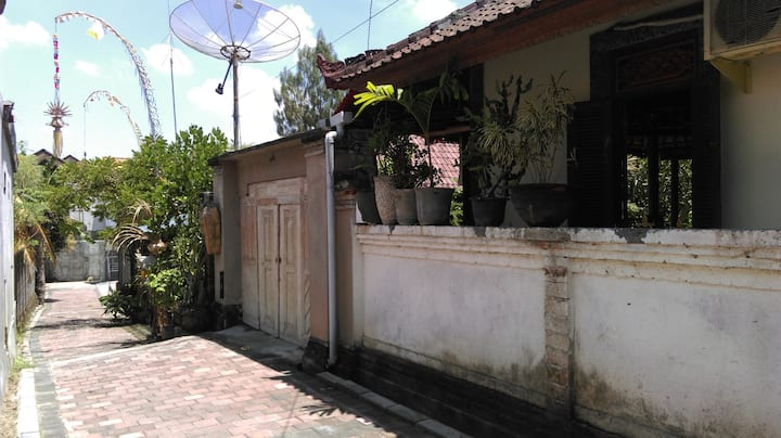 Quiet and breezy Balinese House
