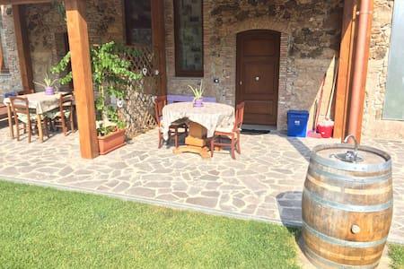 Paola Fabio casa con giardino - Suvereto