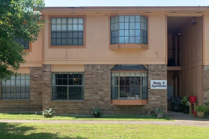 Hometown Flat-Austin, San Marcos River, BBQ