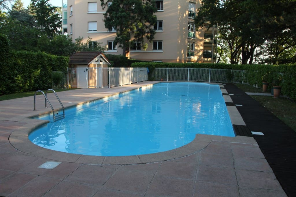 R sidence bellevues avec parc et piscine appartements - Location appartement bron ...
