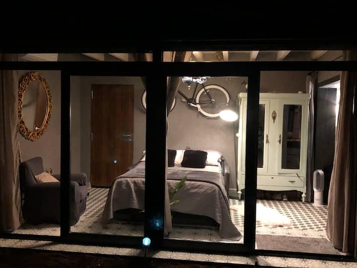"""Casa rural """"Atelier""""; jardin+terraza+wifi+netflix"""