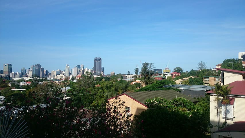 Spacious Apartment, Great Location, Stunning Views - Highgate Hill - Wohnung