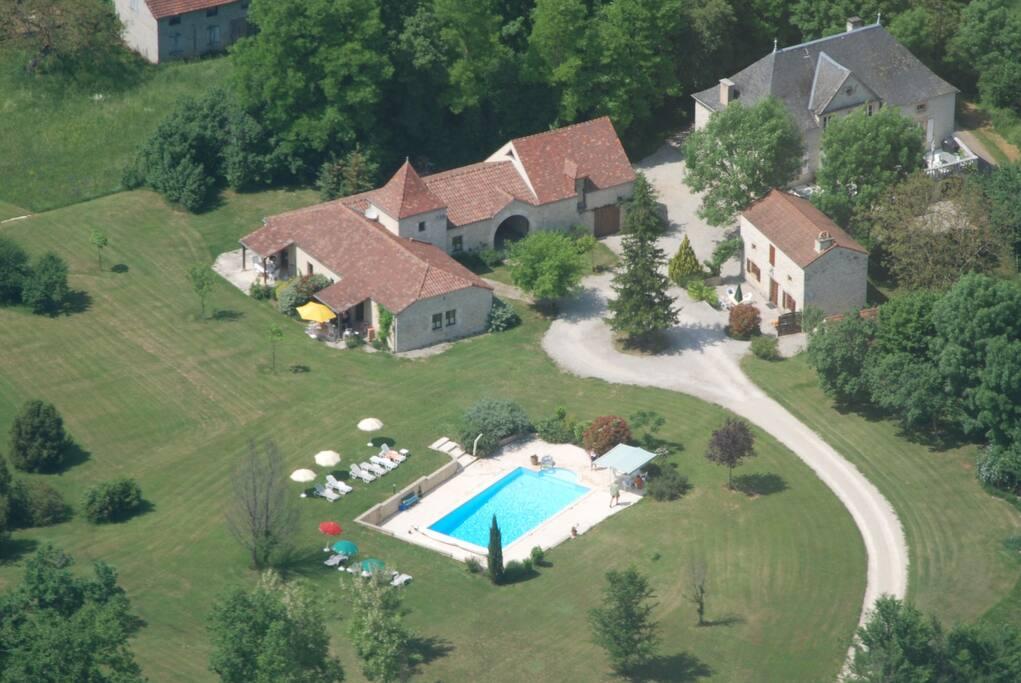 Domaine la cabane 3 gites luxueux avec piscine caba as for Camping en languedoc roussillon avec piscine