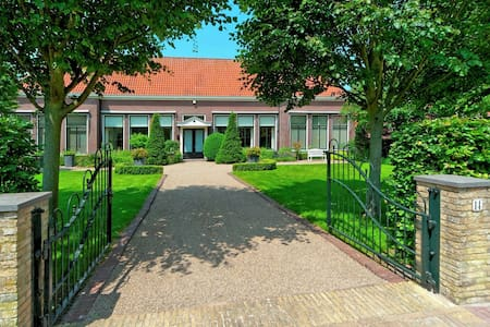 Pleasant Holiday Home in Friesland with Garden