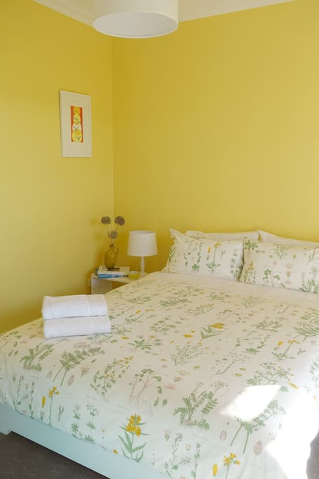 The Honey Room: spacious, comfortable and peaceful. Ducted heating.