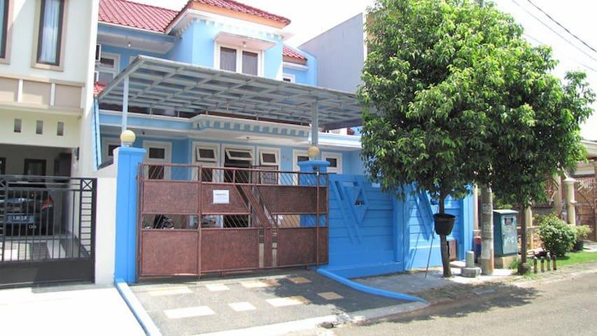 Homey house - South Tangerang City - Huis