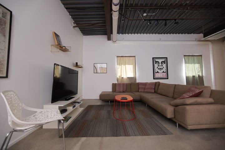 Hip Modern Loft with Free Coworking!
