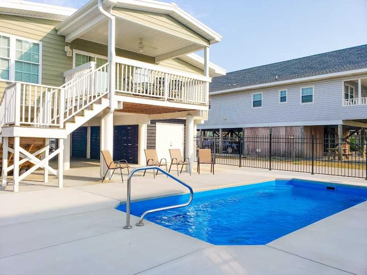 4 Bedroom 3 Bath House with Private Pool~On Point