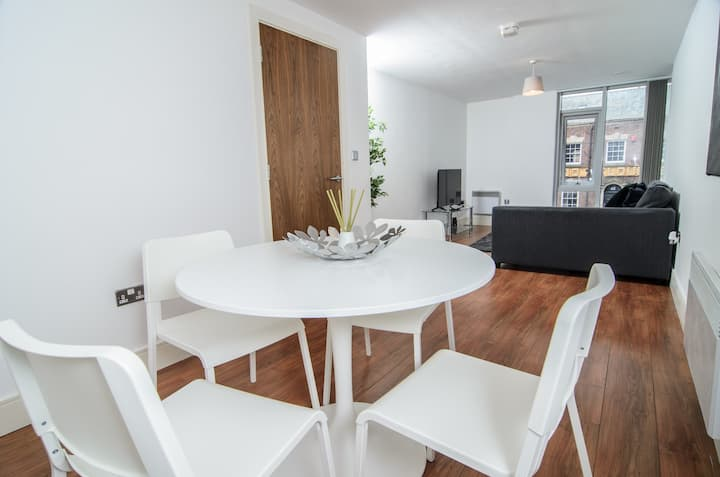 Luxury Two Bed Apartment In Liverpool City Centre
