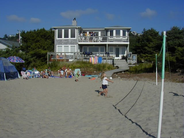 Ocean Front Beach Volleyball Home - Rockaway Beach - House