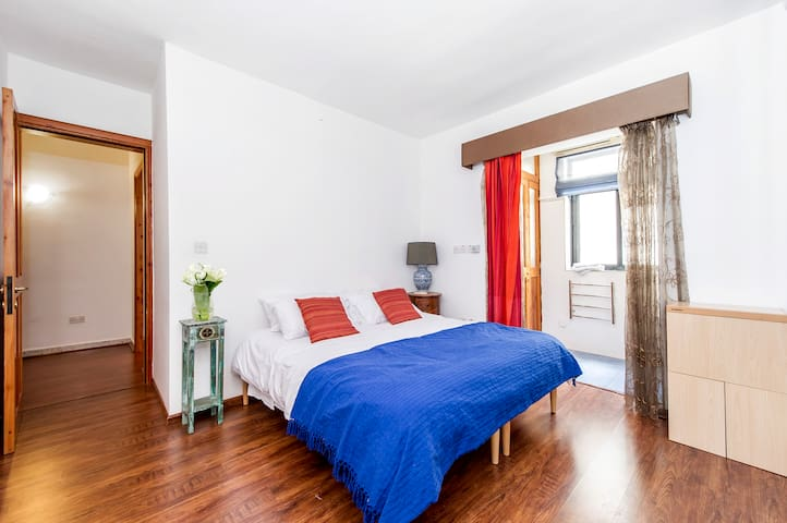 Fabulous private bedroom with ensuite - Sliema