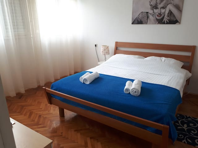 Center Located Apartment(5min. walk to the palace)