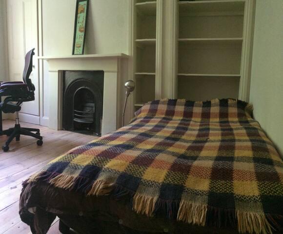 Bedroom 3: Double sofa bed.