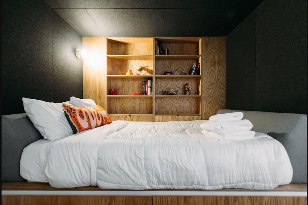 Sleeping area/bed