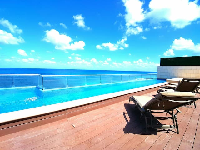 Luxury Condo Rooftop Pool 360° View