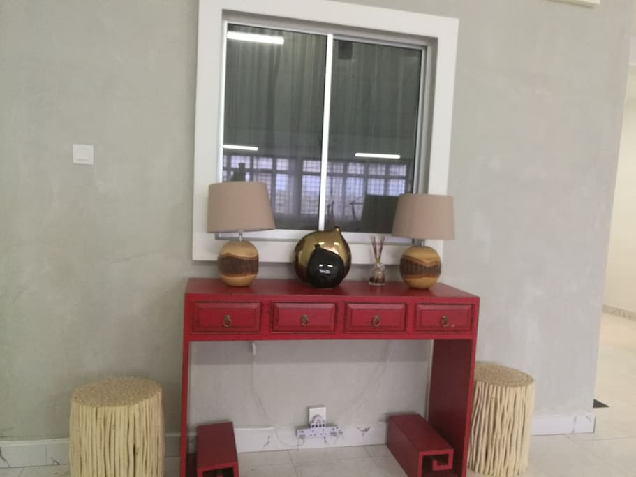 Living Console Table