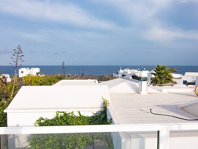 Bungalow Galan is 80 metres from the sea with fantastic ocean views.