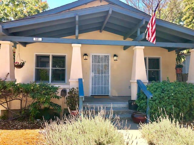 Downtown Santa Rosa 2 BDRM Historic home !