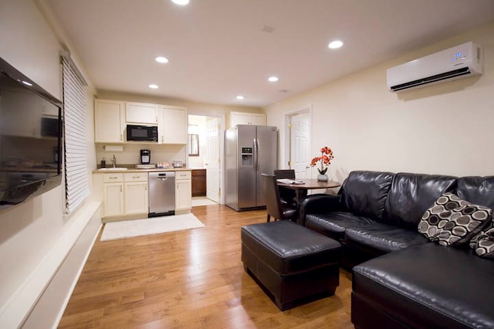 Private apartment with kitchenette - Lexington Park