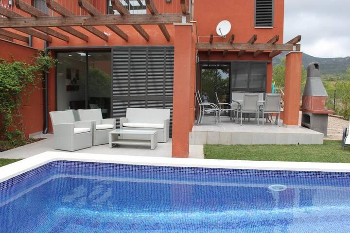 Villa Juanillo, 4 Dormitorios, piscina privada.