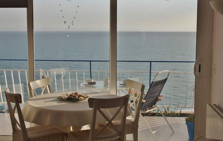 Apartment with free wifi, sea views and parking on Canet de Mar beach, Costa Barcelona - CM111