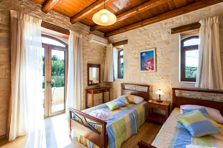 Bedroom with two single beds on the ground floor