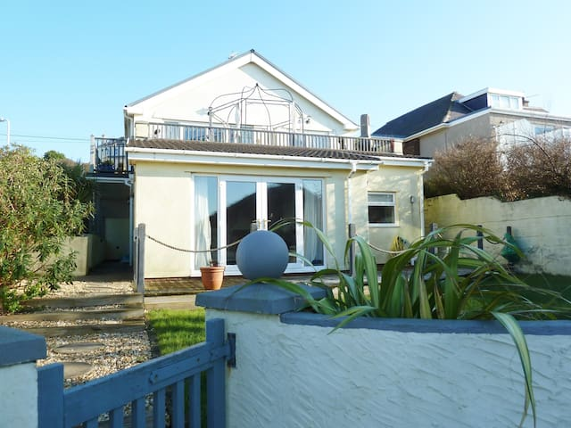 Stylish pad sea views & sunsets - beach 2 min walk - Ogmore-by-Sea - Flat