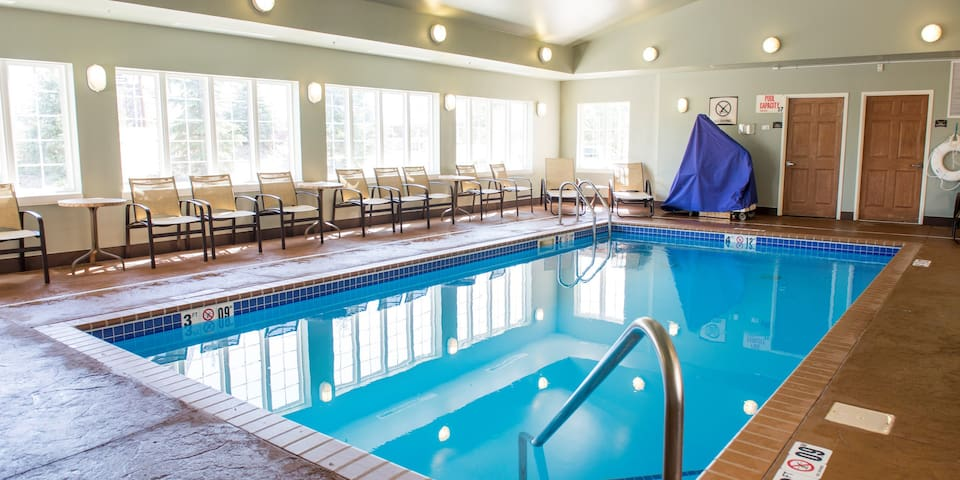 Suite with Roll-in Shower   Indoor Pool + Hot Tub + Free Breakfast