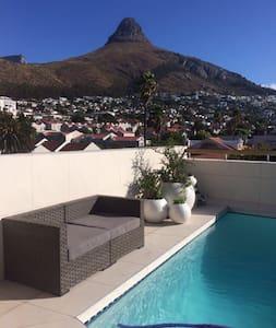 Penthouse& lift &pool &views, heart of Sea Point - Kapstadt