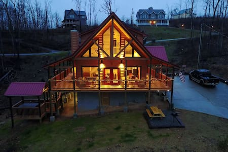 Woodlands: Reduced rates. Brand New Mnt Cabin