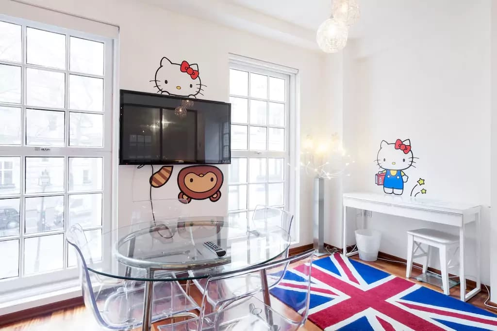Cool Brittania, Hello Kitty Chic!